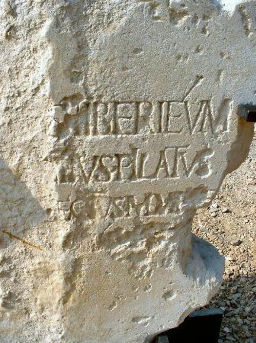 Indskrift fra havnebyen Caesarea. Israel - ung og ældgammel. Israel-Info