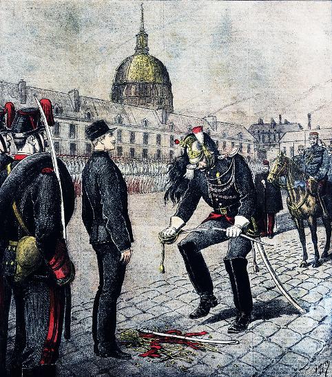 Officeren Alfred Dreyfus får frataget alle militære symboler efter sin dom for forræderi. Israel - ung og ældgammel. Israel Info