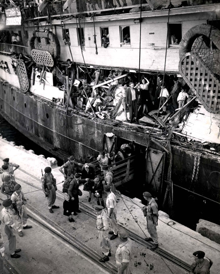 Britiske tropper sætter de jødiske flygtninge i land i Haifa – for straks efter at sejle dem tilbage til Hamborg. Israel ung og ældgammel. Israel-Info