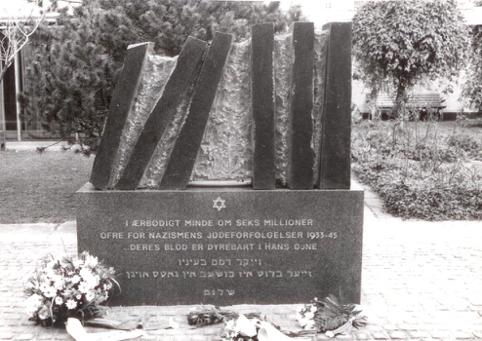 Mindesmærket bag synagoen i København. Israel ung og ældgammel. Israel-Info
