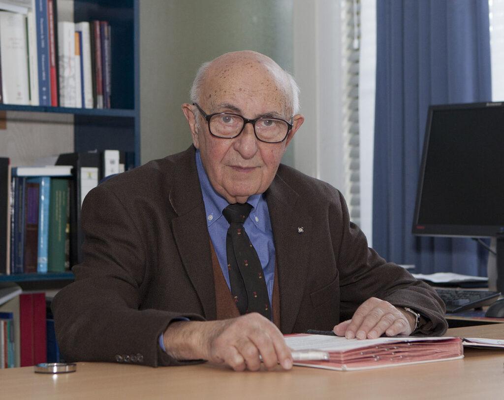 Ekspert i krigsforbrydelser dommer og professor Theodor Meron