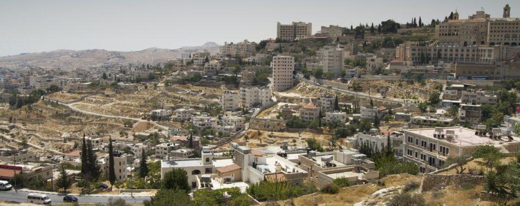 Billede af by og landskab på Vestbredden