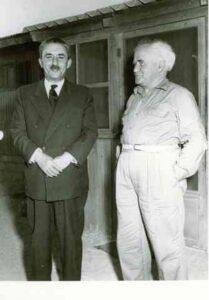 Moshe Sharett (tv) sammen med den afgåede premierminister David Ben Gurion.
